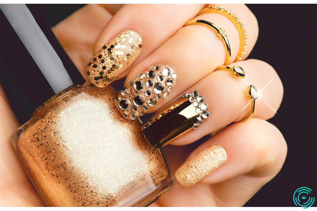 Golden Nail art manicure